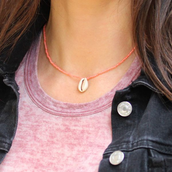 Collier rose et coquillage