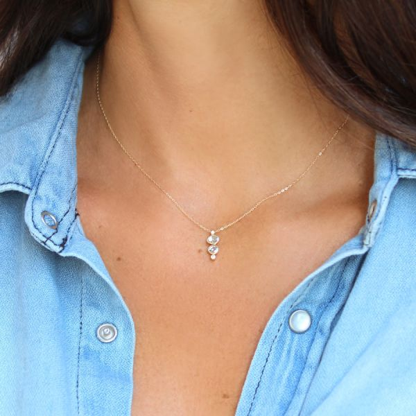 Gold and 3 diamonds necklace