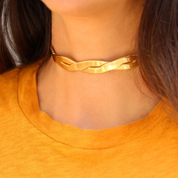 Flat twist choker necklace