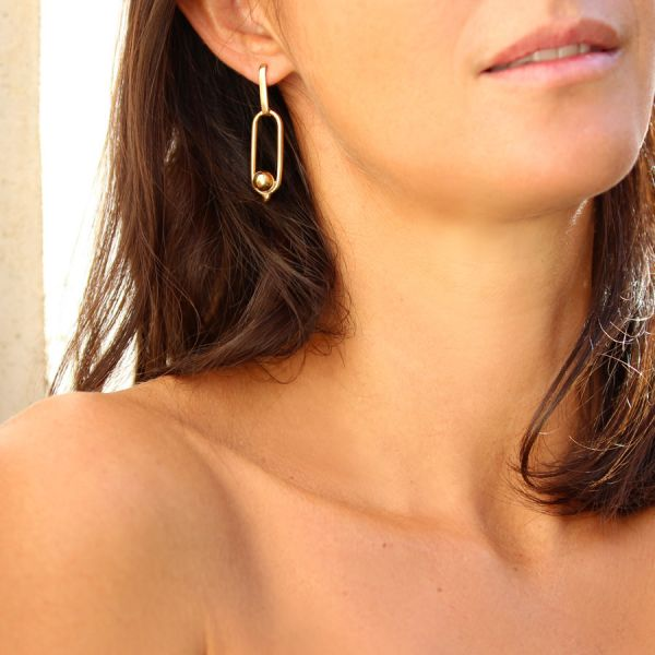 Boucle earrings