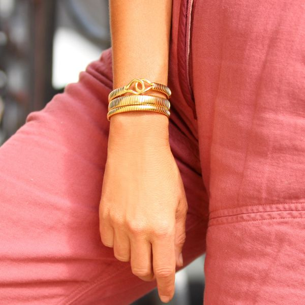 Knot twisted bangle (Joelle Kharrat)
