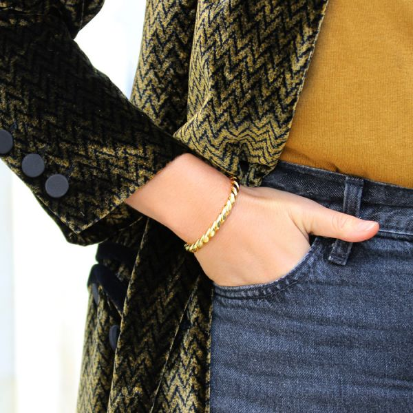 Thin flat twisted bangle